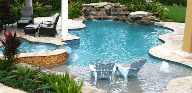 Piscinas piscinas alfa hayward for Modelos de piscinas con cascadas